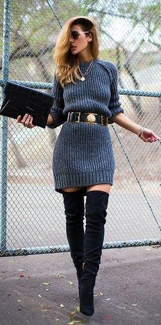 Dunkelgraues Strick Sweatkleid, Schwarze Overknee Stiefel aus Wildleder…