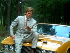Aston Martin DBS of Lord Brett Sinclair (Roger Moore) - The Persuaders Roger Moore, Aston Martin Dbs, Tony Curtis, Estilo James Bond, Tv Vintage, Vintage Movies, James Bond Actors, Detective, George Lazenby