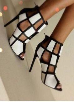 Siyah Beyaz Parçalı Topuklu Ayakkabı