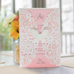 #Hochzeitseinladung #Schmetterling rosa: https://www.meine-hochzeitsdeko.de/hochzeitseinladung-zarter-schmetterling-rosa