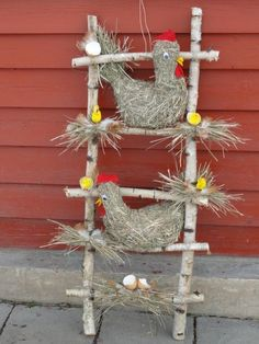 Easter is coming soon and what is nicer than decorating the house with homemade Easter decorations. You can of course buy decorative items in the shop Farm Crafts, Easter Crafts, Wood Crafts, Diy And Crafts, Crafts For Kids, Chicken Crafts, Cute Chickens, Diy Y Manualidades, Farm Party