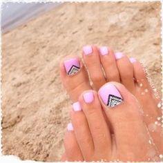 So cute! I love these toenails! #Pedicure #BeachNails #NailArt