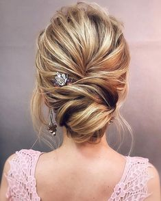 Looking for a perfect wedding hairstyle for your wedding day, these side twisted updo wedding hairstyle,braided with messy updo hairstyle ideas,