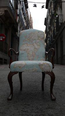 La Tapicera: Butaca tapizada con tela del mapamundi