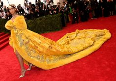 Best dressed stars at the MET gala 2015 - Rihanna and her golden coat