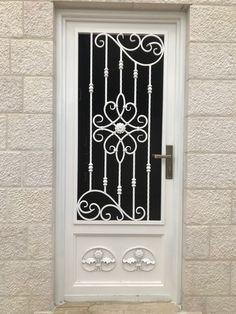 Window Grill Design Modern, Grill Gate Design, Front Gate Design, Door Gate Design, Wrought Iron Stairs, Wrought Iron Decor, Iron Front Door, Iron Doors, Iron Window Grill