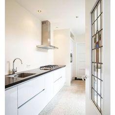 // Off topic vraagje😊 // Wij hebben een oude lelijke keuken in ons mooie jaren 30 huis. Nu willen we wat laten ontwerpen wat goed bij ons huis en woonwensen past. 🏡 Iemand een idee of tip voor een architect/interieurontwerper die met ons een ontwerpplan kan maken? Omgeving Gelderland. Anyone?🤗 #ditisdusnietonzekeuken #jaren30 #keuken #keukenontwerp #kitchendesign #notmypic #pinterestpic #keukendesign #ontwerp #architect #interieurontwerp #interieurontwerper #dtv #design #ontwerpen