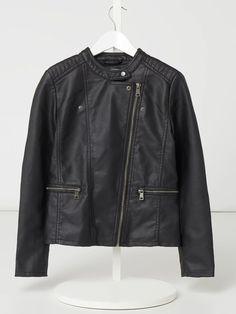 Bei ➧ P&C Jacken von ONLY ✓ Jetzt ONLY Bikerjacke in Leder-Optik Modell 'Freya' in Grau / Schwarz online kaufen ✓ 1032143 Freya, Leather Jacket, Clothing, Jackets, Fashion, Grey, Black, Mandarin Collar, Scale Model