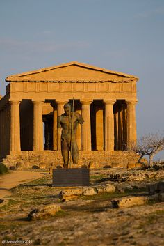 Valle dei Templi, Agrigento, Sicily - the best preserved Greek Temple. A must-see in Sicily. Ancient Ruins, Ancient Rome, Ancient Greece, Mayan Ruins, Ancient Architecture, Art And Architecture, Places Around The World, Around The Worlds, Destination Voyage