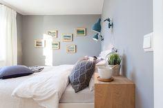 Estilo escandinavo en azul grisáceo y madera natural