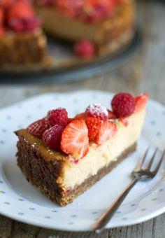Super lekker: Cheesecake met aardbeien! Bekijk het recept op Brenda Kookt! (klik op de foto)