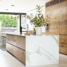 #kitchen #kitchendesign #design #designer #architects #architecture #melbourne #australia calacattamarble #timber #interiors #interiordesign #ime #interiorsme credit: @robsonrakarchitects #style