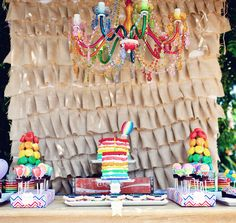 Una mesa preciosa para una fiesta arcoiris / A beautiful table for a rainbow party...