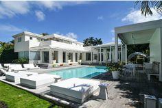 #Shakira se sépare de sa maison pour seulement 12,99millions de $. Six chambres, une salle de sport et une vue unique sur la baie de #Miami. N'attendez plus!