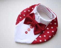 Das attraktive Lätzchen wird aus weichem Jerseystoff, das Futter aus superweichen absorbierende Material hergestellt. Die Krawatte / Fliege ist abnehmbar, Sie können nehmen sie ab, indem das Baby füttern oder vor die Bib in der Waschmaschine waschen. Ihr Baby können ab Geburt wie Lätzchen bis unbegrenzte Alter wie stilvolle Zubehör dribbeln. Die Größe ist verstellbar mit Klettverschluss-Snap. Jedes Baby-Lätzchen ist einzigartig, die zusätzlichen Bänder können aus den Beispielen in den…