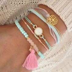 Bracelets in Mint Schmuck im Wert von mindestens g e s c h e n k t… Cute Jewelry, Jewelry Crafts, Beaded Jewelry, Jewelry Bracelets, Jewelry Box, Jewelery, Jewelry Accessories, Fashion Accessories, Handmade Jewelry
