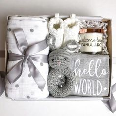 Welcome Baby Willkommen Baby Nr. 1 Mom To Be Gift Sets (Visited 2 times, 1 visits today) Baby Shower Gift Basket, Baby Gift Box, Cute Baby Gifts, Baby Baskets, Baby Box, Gift For Baby Girl, Raffle Baskets, Baby Shower Presents, Baby Presents