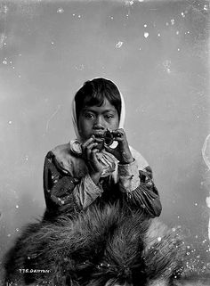 NEW ZEALAND Maori girl playing a Jew's harp, early 1900s. Photo by Frank J. Denton