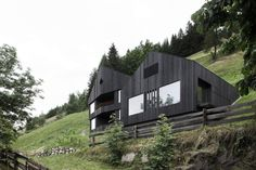 Modern Chalet 'La Pedevilla' is a luxury vacation home rental to find peace and to live in complete harmony with the surrounding majestic mountain scape of the South Tyrol Dolomites in Italy. Wood Architecture, Architecture Awards, Alpine House, Villas In Italy, Home By, Geothermal Energy, Vacation Home Rentals, House Rentals, Design Case