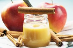 Apfel-Zimt-Aufstrich The apple cinnamon # spread tastes great on a buttered bread, but also cheese. The recipe comes from Styria. Chutneys, Jam Recipes, Sweet Recipes, Tasty, Yummy Food, Vegetable Drinks, Biscuits, Cinnamon Apples, Food Gifts