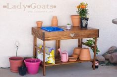 DIY Furniture : DIY Collapsible Potting Table
