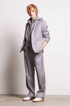 Michael Kors, el rey del Jet set americano presenta la colección primavera verano 2017 en la semana de la moda en Nueva York con prendas funcionales y eclécticas que dejan ver la simpleza de sus diseños