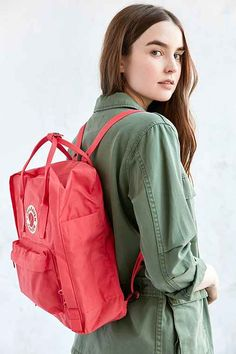 Find women's fashion at ShopStyle. Shop the latest collection of women's fashion from the most popular stores - all in one place. Mochila Kanken, Fjallraven, Baby Life Hacks, University Outfit, Cute Bags, Casual Chic, Work Wear, Trending Outfits, Urban Outfitters