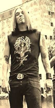 FUCK he was sexy back then! THIS is what a rockstar looks like! That voice tho! Brent Smith Shinedown, Music People, Pop Singers, My Favorite Music, Music Bands, Cute Guys, Good Music, Sexy Men, Beautiful People