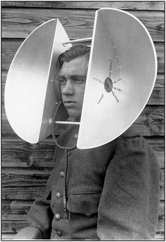 World War II acoustic devices for hearing incoming planes in the distance. Allowed soldiers to hear incoming attacks. It is significant for others to understand this technology so they can make advancements on these hearing devices. Walter Pichler, Vintage Photographs, Vintage Photos, Mundo Musical, Retro Futurism, Old Photos, Dieselpunk, World War, Science Fiction
