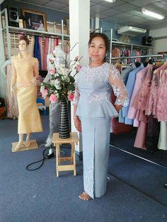 Grandma Dress, Thai Traditional Dress, Thai Dress, Party Clothes, Brokat, Bridesmaid Dresses, Wedding Dresses, Refashion, Dress Patterns