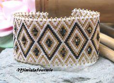 Bracelet Manchette Perle Miyuki - Triangle Blanc / Noir / Or + Swarovski- Tissage peyote : Bracelet par mimielafourmie-perle
