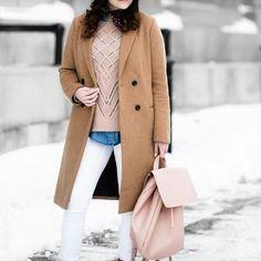 Layering parfait  sac à dos rose =   #lookdujour #ldj #ootd #layers #trend #modemtl #style #pretty #outfitideas #cestbeau #inspiration #onaime #regram #bag  @bohoandbraidsblog