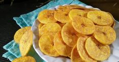 Resep KERIPIK PISANG ASIN & MANIS (#pr_cemilankriuk) favorit. _03.09.17_The power of stock foto😄 Alhamdulillah punya stok foto cemilan kriuk yg entah sdh brp lama ngendap, lumayan buat nambah setoran posting rame2 hr ini. Bikinnya superrrr mudah, cuma iris, goreng... Jadi deh😍 rasanya ori banget👍... Fruit Recipes, Snack Recipes, Asian Snacks, Traditional Cakes, Indonesian Food, Indonesian Recipes, Chips Recipe, Rose Cake, Cute Cookies