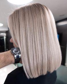 Blonde Layered Hair, Beige Blonde Hair, Medium Layered Hair, Blonde Hair Looks, Brunette Hair With Highlights, Blonde Foils, Medium Hair Styles, Short Hair Styles, Shampoo Bomba