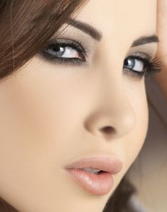 Nancy Ajram love her makeup