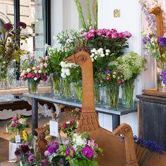 Frische Blumen und tolle Einrichtung für ein schönes Zuhause in der Münchener Altstadt| creme münchen