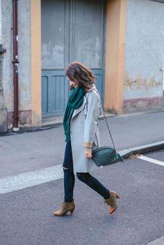 Les tendances en mode, c'est bien ou mauvais? Je vous explique comment trouver l'équilibre et faire de bon choix en ce qui concerne les tendances en mode. C'est un sujet important afin d'éviter les erreurs d'achats et de mieux consommer. Ainsi que pour trouver son style! Blazer En Cuir, Quoi Porter, Inspiration Mode, Look Chic, Jeans, Bomber Jacket, Jackets, Important, Afin