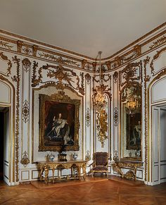 """""""AD100 designer Tony Ingrao is taking the same tack with 18th century French panels he is installing in a Long Island dining room, fitting them into new stiles and rails made in the Louis XVI style.  While the world's leading specialists in historic paneling, Galerie Steinitz and Feau & Cie, both in Paris, can replicate the most delicately chiseled acanthus leaf or painted arabesque."""" Vintage Paneling - The Ultimate Design Collectors Prize"""