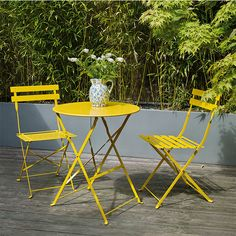 Choices in Outdoor Patio Furniture Sets – Outdoor Patio Decor Metal Garden Table, Garden Table And Chairs, Small Garden Table, Garden Furniture Design, Patio Furniture Sets, Furniture Ideas, Recycled Furniture, Furniture Makeover, Habitat Furniture