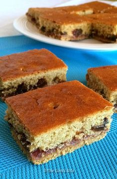 This recipe is almost legendary in our house. Everyone starts licking their lips when someone says 'you should make that fruit slice with raspberry jam'! Tray Bake Recipes, Cake Recipes, Dessert Recipes, Baking Recipes, Tea Recipes, Delicious Fruit, Yummy Food, Yummy Yummy, Fruit Slice