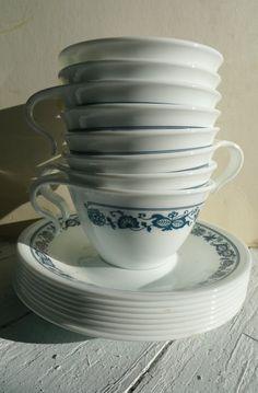 Old Towne blue Corelle Corelle Dishes, Cup And Saucer Set, Kitchen Items, Pyrex, Cozy House, Vintage Kitchen, Casseroles, 1980s, Nostalgia