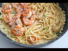 Creamy Shrimp Alfredo Pasta made with fresh parmesan cheese and cream. Nothing beats a bowl of creamy fettuccine alfredo with delicious juicy shrimp. Easy Pasta Dishes, Shrimp Dishes, Easy Pasta Recipes, Shrimp Recipes, Pate Alfredo, Alfredo Recipe, Shrimp Fettuccine Alfredo, Seafood Alfredo, Cream Cheese Pasta