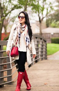 Ideas Red Hunter Boats Outfit Summer Black For 2019 Red Hunter Rain Boots, Hunter Boots Outfit, Casual Winter Outfits, Spring Outfits, Outfit Summer, Outfit Winter, Burberry Scarf Outfit, Scarf Outfits, Boating Outfit