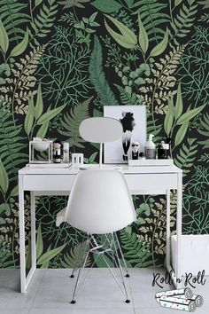 50 Ideas Bathroom Wallpaper Floral Wall Murals For 2019 Green Floral Wallpaper, Fern Wallpaper, Botanical Wallpaper, Paper Wallpaper, Black Wallpaper, Botanical Bedroom, Funky Wallpaper, Wallpaper Bathroom Walls, Wallpaper Inspiration