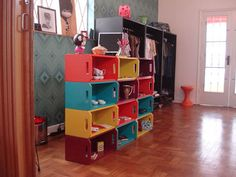 Upcycling Wooden Crates – Cool Ideas to Decorate Your Home Wooden Box Shelves, Crate Shelves, Wooden Desk, Tall Shelves, Diy Wooden Crate, Wooden Crates, Wooden Boxes, Home Desk, Home Office Furniture