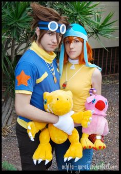 digimon cosplay: Tai and Sora, with Agumon and Biyomon plushies
