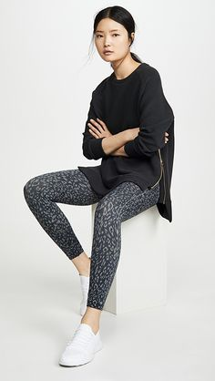 Black And White Leggings, China Fashion, Hoodies, Sweatshirts, Style Guides, Crew Neck, Sporty, My Style, Model