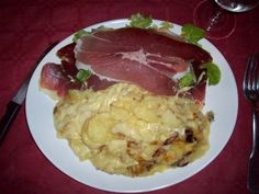 La Truffade au four – Fried potato-cheese dish Cheese Dishes, Potato Dishes, French Country Dishes, Raclette Fondue, Piece Of Bread, Fried Potatoes, Baked Apples, Melted Cheese, Food And Drink