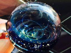 まるで宇宙を閉じ込めたみたいで神秘的♡「宇宙ガラス」が大人気 - NAVER まとめ