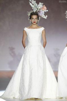 #sexi #love #jeans #clothes #coat #shoes #fashion #style #outfit #heels #bags #treasure #blouses #wedding #weddingdress #weddingday #weddingcelebration #weddingwoman Mimoriadne distingvované a uhladené - také sú šaty z módneho domuuRaimon Bundó.svadobné modely inšpirované francúzskym impresionistom Monetom. Rovnako ako